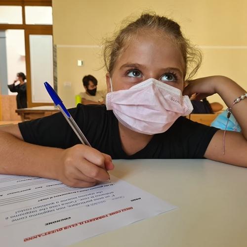 ilnuovobianchi-studentessa-con-mascherina